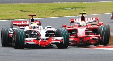 Hamilton about to be spun around by Massa at Fuji