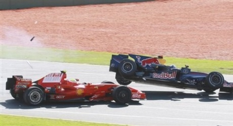 Massa hits Coulthard at Melbourne